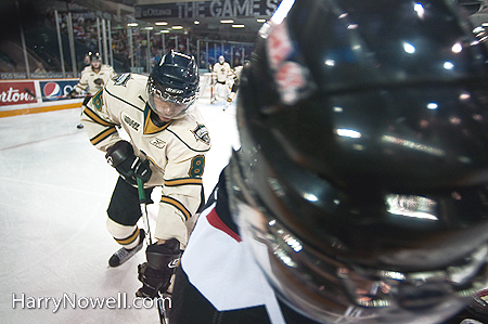 Photographing pro hockey - photo course - Ottawa